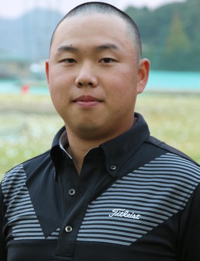 上岡信晴(3年)